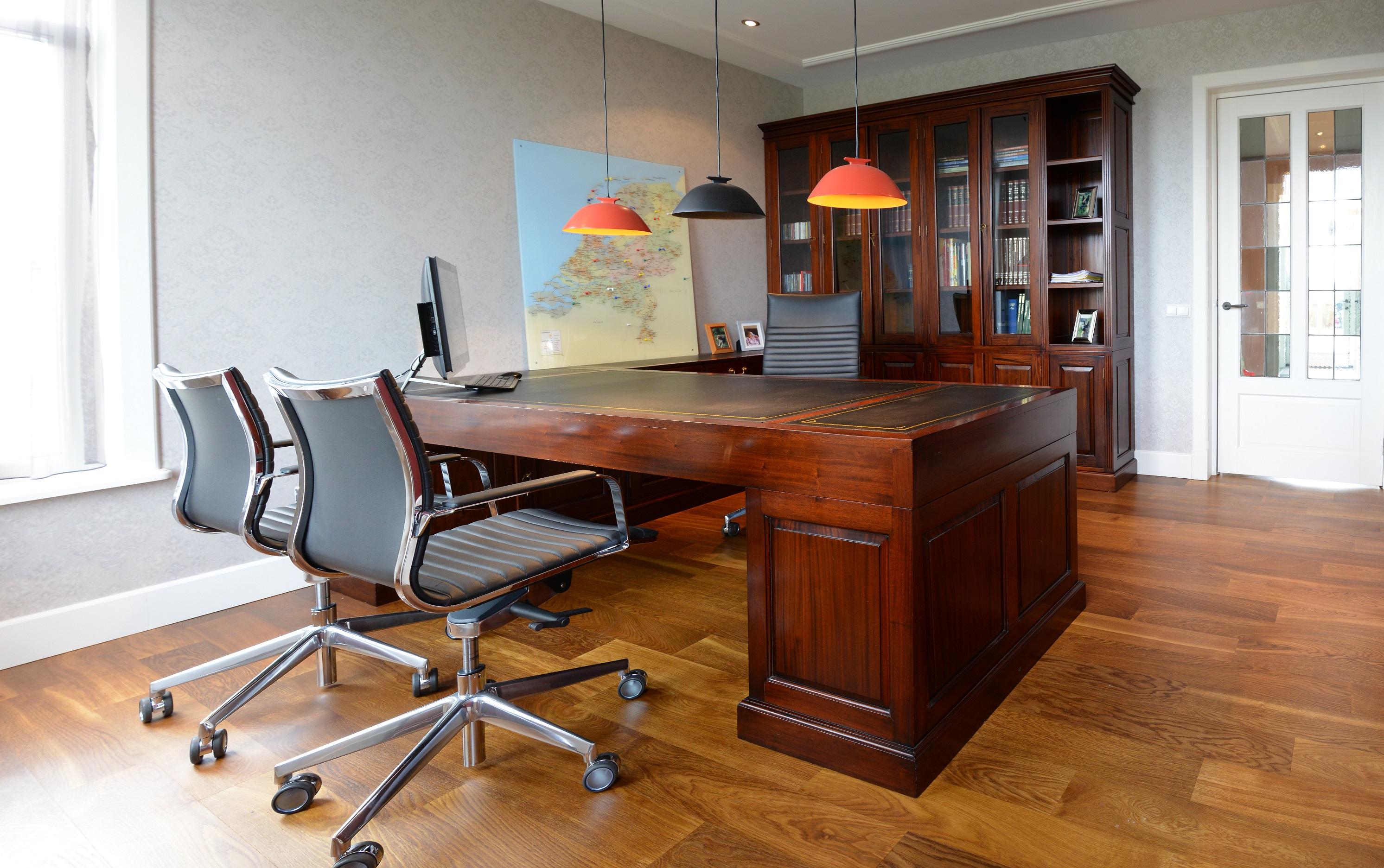 Maatwerk kantoor en souterrain mr higgins - Klassiek kantoor ...